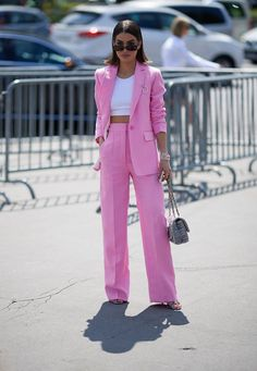 The chicest street style looks from Paris Haute Couture fashion week - Street style paris fashion week Glamouröse Outfits, Crop Top Outfits, Office Outfits, Classy Outfits, Fashion Outfits, Office Wear, Casual Office, Office Uniform, Stylish Office