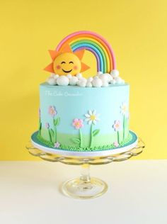 Rainbow Cakes & Party Ideas - click over to for tons of beautiful Rainbow cake and party ideas for your Rainbow themed party! Baby Birthday Cakes, Rainbow Birthday Party, 1st Birthday Parties, Rainbow Theme Parties, Birthday Cake For Kids, Sunshine Birthday Cakes, Baby Shower Pasta, Sunshine Cake, Happy Sunshine