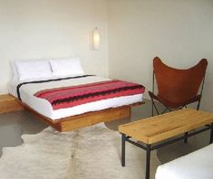 Thunderbird Motel, Marfa, Texas (T&L - America's Coolest Hipster Hotels) Modern Hipster, Marfa Texas, Custom Wall Murals, Shared Bathroom, Ace Hotel, Cow Hide Rug, Hide Rugs, Le Far West, Pallet Furniture