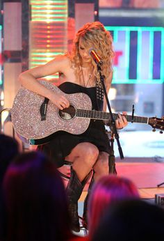 i want this whole outfit. including the guitar.