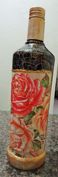 Garrafa com decoupagem floral