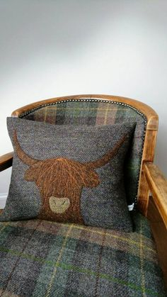 Hand Crafted Harris Tweed Highland Cow embroidered Cushion cover - Beautifully handcrafted real Harris Tweed cushion cover with embroidered Highland cow. The cow is h - Harris Tweed Stoff, Vêtement Harris Tweed, Harris Tweed Fabric, Applique Cushions, Embroidered Cushions, Sewing Pillows, Wool Applique, Patchwork Cushion, Cushion Fabric