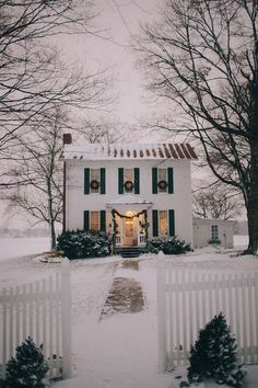I've always wanted a symmetrical home, especially for decorating at Christmas #wreaths #windows #snow #colonial