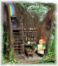 JOANN SWANSON DYI MINIATURES: Top o' the Mornin' Part 1 - TUTORIALS FOR THE FOLLOWING: the tree trunk structure. This would translate well into your next fairy garden or diorama!