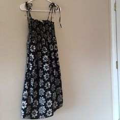 👗 REDUCED Black and white flower summer dress Cute black and white summer dress with string shoulder ties Flowers Dresses
