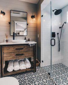 """236 Likes, 20 Comments - Por Mell e Nana Missfeld (@estilodmis) on Instagram: """"Proposta de quarto de casal bem diferente! A cama é praticamente encostada na parede! Achei…"""""""