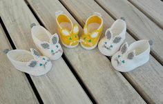 🐰🐰🐰 SQUIT SQUIT 🐰🐰🐰  I miei teneri coniglietti sono pronti ad incontrare dei meravigliosi piedini paffutelli 😍 E tu come vorresti le scarpine per il tuo piccolino?   https://www.etsy.com/it/shop/CrochetTattingByAle