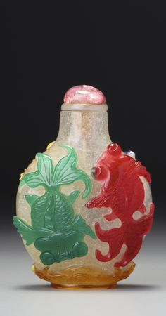 A FIVE-COLOUR OVERLAY GLASS 'GOLDFISH' SNUFF BOTTLE QING DYNASTY, 18TH / 19TH CENTURY