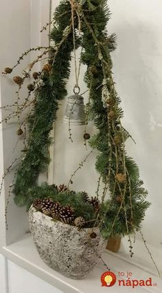 Easy and Simple Christmas Decorations; Home Decor; Easy and Simple Christmas Decorations; Home Decor; Noel Christmas, Rustic Christmas, Simple Christmas, All Things Christmas, Winter Christmas, Christmas Wreaths, Christmas Ornaments, Natural Christmas, Christmas Projects