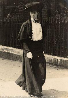Edwardian street style,1906. She's gorgeous!