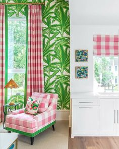 Scandinavian style: discover 85 amazing images of decoration - Home Fashion Trend Palm Beach Decor, Palm Leaf Wallpaper, Suite Life, Spring Home Decor, Happy House, Interior Decorating, Interior Design, Green Rooms, Pink Room