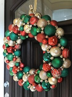 Bauble Wreath, Christmas Ornament Wreath, Christmas Baubles, Christmas Crafts, Christmas Music, Christmas 2015, Homemade Christmas Wreaths, Christmas Things, Red And Gold Christmas Tree