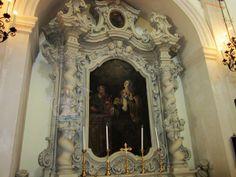 La chiesa di San Vito a Castrì di Lecce (provincia di Lecce), dedicata al protettore del paese, fu totalmente ricostruita nel 1734 e il 1772. L'interno, a croce latina, ospita pregevoli altari in pietra leccese sormontati da tele di pregio artistico. In foto altare dell'Annunciazione.