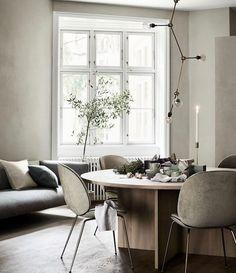 gubi beetle chair for hm home styling Living Room Interior, Living Room Decor, Living Rooms, Living Spaces, Living Room Scandinavian, Scandinavian Interiors, White Interiors, Scandinavian Design, Ideas Hogar