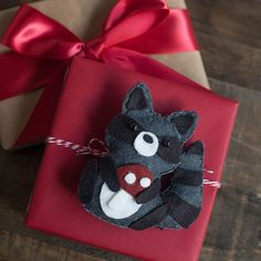 Only one week until Christmas! Continuing with our adorable felt animal ornament series, today we are sharing with you the pattern and tutorial for the raccoon. I just love this little guy holding his red mushroom. How cute will he be on top of your gift or hanging from your tree. This raccoon was made... Read more.