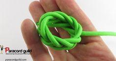 Spanish ring knot. Paracord Bracelet Instructions, Paracord Knots, Paracord Bracelets, Paracord Projects, Micro Macrame, Sewing, Horse Tack, Katana, Rock Climbing
