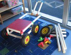 """Tubulo de Playschool Un """"vieux"""" produit qu'on ne trouve plus sur le marché mais qui est topissime ! A partir de barres, de plaques, de pièces de couleurs on peut construire des toboggans, des véhicules etc..."""