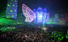 Sensation White 2009 Wallpaper: Colorsful crowd by Rudgr, via Flickr