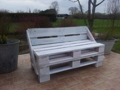 I made it with only 2 pallets ! It's my first attempt :-)  Idea sent by sozoan ! #Bench, #Pallet