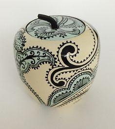 Paisley #paisley #fauxfinish #decorativepainting #paintedfinish #apple #penwork #zentangle