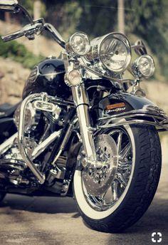 Road King Classic Fahrräder motorrad frauen … – Kings and Heritage - MOTORRAD Motos Harley Davidson, Harley Davidson Road King, Classic Harley Davidson, Triumph Motorcycles, Vintage Motorcycles, Custom Motorcycles, Custom Choppers, Road King Classic, West Coast Choppers