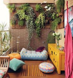 Love this small outdoor space!