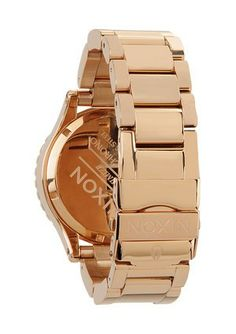A Blush of Rose Gold: The Nixon Chrono watch delicately balances its feminine design with its high-performance technical abilities. Cool Watches, Watches For Men, Best Watch Brands, Online Watch Store, Gold Watch, Chronograph, Jewelry Watches, Quartz, Rose Gold