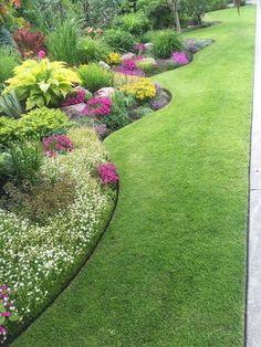 """Simple Front Yard Landscaping Ideas on A Budget 2018 I """"Love"""" the Perfect Edging! 18 Splendid Front Yard Landscaping Ideas and Garden DesignI """"Love"""" the Perfect Edging! 18 Splendid Front Yard Landscaping Ideas and Garden Design Amazing Gardens, Beautiful Gardens, Flower Garden Design, House Garden Design, Garden Design Ideas, Flower Garden Borders, Flower Bed Edging, Front Yard Garden Design, Garden Front Of House"""