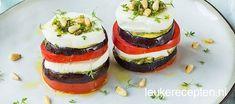 Super makkelijk voorgerecht bestaande uit laagjes tomaat, mozzarella en gegrilde aubergine
