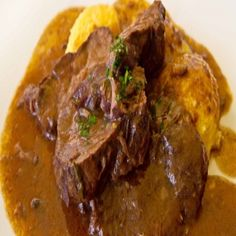 Brasato al Barolo (Beef Braised in Barolo Recipe) Beef Pot Roast, Braised Beef, Sweet Pork Recipe, Burmese Food, Beef Bourguignon, Best Italian Recipes, Slow Food, Pork Recipes, Stew