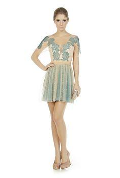 vestido-curto-com-renda-chantilly-e-tule-ilusion.