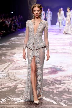 Michael Cinco's Fall/Winter 2017 couture collection tells the story of Versailles, France's most famous and grand baroque palace, through shades of go. Dubai Fashion, Fashion 2017, Couture Fashion, Runway Fashion, Fashion Show, Fashion Design, Live Fashion, Fashion News, Fall Fashion