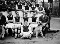 Gunner the Mastiff Mascot of Arsenal 1936 Arsenal Fc, Arsenal Players, Arsenal Football, Fa Community Shield, Professional Football, Fa Cup, Old Boys, Premier League, The Past
