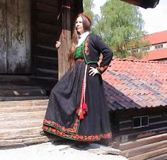 Telemark, Tinn dame og Herrebunad - Husflidsbutikken , A. Norwegian Clothing, European Clothing, Folk Costume, Traditional Outfits, Moscow, Norway, Dress Up, The Incredibles, Clothes For Women