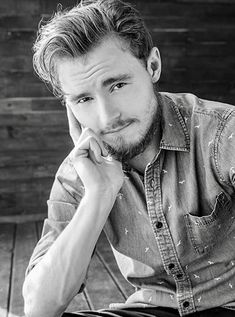 Callan McAuliffe / Flipped / I Am Number Four / The Great Gatsby / Robot Overlords / The Stanford Prison Experiment / The Legend Of Ben Hall / Beneath The Harvest Sky / The Walking Dead Callan Mcauliffe, Stanford Prison Experiment, I Am Number Four, Charli Xcx, The Great Gatsby, The Walking Dead, Actors, Couple Photos, Couples