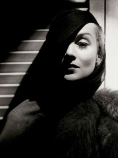 Carole Lombard by George Hurrell (June 1904 – May a photographer who made a significant contribution to the image of glamour presented by Hollywood during the and Carole Lombard, Vintage Hollywood, Hollywood Glamour, Classic Hollywood, Hollywood Style, Hollywood Images, George Hurrell, Film Noir Photography, Portrait Photography