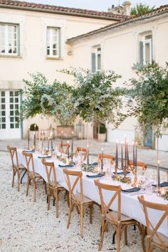 French Courtyard Wedding Decor This tablescape set in the courtyard of a French villa is such a beau Outdoor Table Settings, Wedding Table Settings, Wedding Table Decorations, Wedding Centerpieces, Quinceanera Centerpieces, Wedding Table Flowers, Centrepieces, French Courtyard, Courtyard Wedding