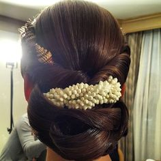 Best Bridal Indian Hairstyles - Every girl has an image in her head about the look she wants for each of her wedding functions as we all dream of being the prettiest bride. Indian Bridal Hairstyles, Party Hairstyles, Latest Hairstyles, Bride Hairstyles, Hairstyles Haircuts, My Hairstyle, Floral Hair, Hair Dos, Hair Inspiration