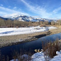 #MountainMonday takes us to #HamiltonMontana for a great view of the Bitterroot Mountains and River!