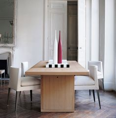 Dining room featuring the EUNICE CHAIR Designed by Antonio Citterio