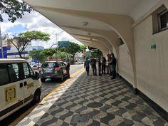 PMs do Batalhão de Choque chegam ao Aeroporto de Congonhas após confusão entre grupos contra e a favor do ex-presidente Lula. Policiais estão perfilados na frente do aeroporto. 04/03/2016.