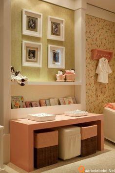Decoração de quarto infantil contemporâneo de menina cor rosa com verde