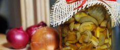 Houby v sladkokyselém nálevu Onion, Vegetables, Food, Onions, Essen, Vegetable Recipes, Meals, Yemek, Veggies