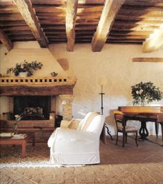 love these exposed beams, fireplace and white couch :)