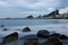 Cariocas podem não gostar de dias nublados, mas até eles são bonitos neste cenário. Foto: Thiago Lontra/ Ag. O Globo.