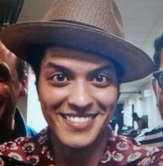 Bruno Mars, Cute Stars, Exercise, Guys, Famous People, Babe, Fandom, Beautiful, Musica