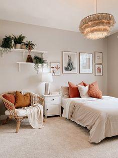 Bedroom Wall, Bedroom Decor, Apartment Makeover, Minimalist Room, Boho Room, Bedroom Layouts, Aesthetic Bedroom, Home Decor Furniture, Decoration