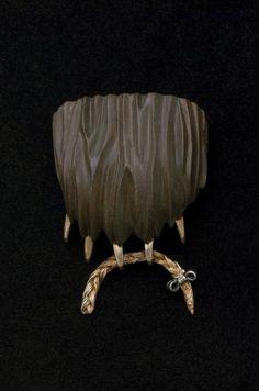 JANE DODD-NZ – Ursus Arctos  http://janedodd.co.nz/jewellery/creatures?pid=51