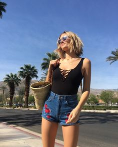Summer outfits are not complete without the perfect summer sunglasses. Here are five affordable sunglass brands that we've seen on Beyoncé, the Hadid and Jenner sisters and our favourite street style stars. Fast Fashion, Fashion Week, Look Fashion, Fashion Outfits, Womens Fashion, Fashion Shorts, Gypsy Fashion, Fashion Black, Steampunk Fashion