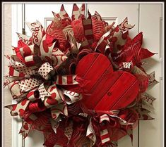 Beautiful Valentines Wreath. (This is an inspiration picture of a wreath that i can make and personalize for you) Will use a 16 Frame Completed dimensions include: -25 in diameter -10 deep